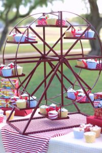 Ferris Wheel Revolving 1 - cupcake and cake stands