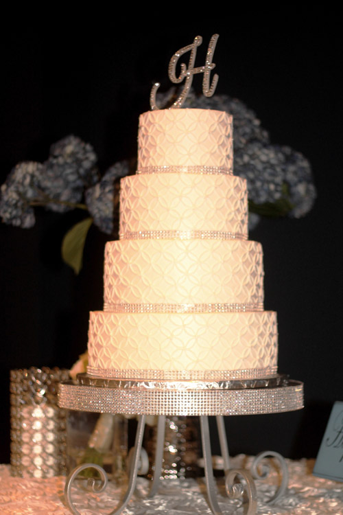 Rhinestone Pedestal Cake Stand (Round) ⋆ Wedding & Party Rentals ...