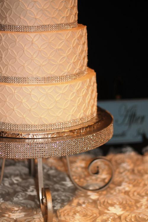 Rhinestone Pedestal Cake Stand (Round) ⋆ Wedding & Party Rentals ...