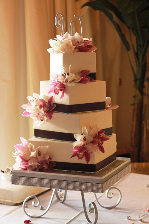 Renting a wedding cake stand